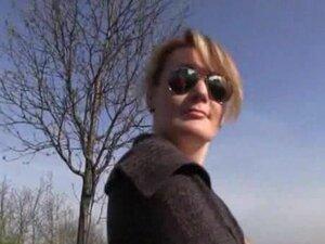 Zgodna plava devojka Češki platio za hardcore jebanje na javnom mestu