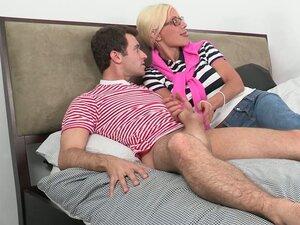 Prljavo plava mama jebe njene ćerke dečko pred očima