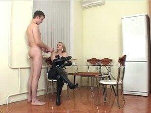 Gospodarica strapon teško jebote, ruski gospodarica u akciji ponovo sa mlad momak.