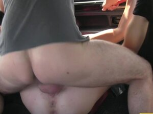 FakeTaxi Punk rock riba seks u crni taksi