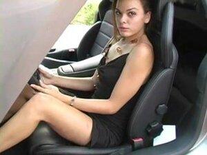 Mlada kurva jilling van u auto, ovaj zgodan kurva voli luksuz. Samo ona masturbira u superauti poput ovoga. Ovaj seksi porno klip, ova tinejdžerska drolji picio svoju picu na sedištu driver.s vozilo je skup sport.