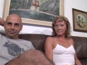 Nemački MILF u čarape nadrlja, plavuša nemački MILF bludnicu u čarape dobija njenoj pici lupao u ovaj nastrani MILF u troje video i ona to voli.
