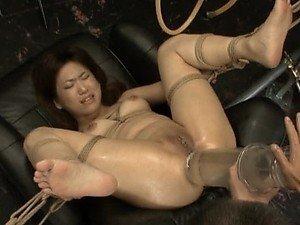 Dildo kurac za Bondaged azijskog