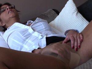 Spex mature slut fingering her pussy, Spex mature slut fingering her pussy in pantyhose