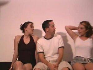 Amaterski domaći seks u troje sa prsata devojkama, dva vrlo prsate amaterski ribi dele kurcem u ove vruće domaće hardcore u troje!