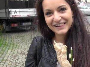 """Pitate Tamno braon Češki lepota bljesne sise i javni seks, brineta kosu Non-Professional Češki lepota bljesne mango i lupao u javnosti za komad """"dobrima"""""""
