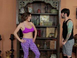 Krisi Lynn MILF jebe sve njene joga studente