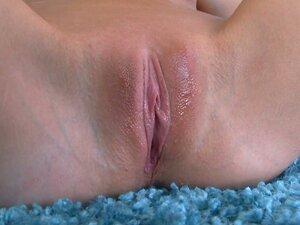 Sjajni Riki 6 plava slatkica čini barica sa spermom iz njene pice