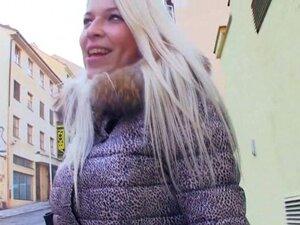 """Non-Professional plavuša Češki doksiciklin tim jebao u zamenu za """"dobrima"""", Zlatokosi breasty Češki kurva Non-Professional stiče njena divna ćelav spermu-rupu gangbanged u zamenu za novac"""