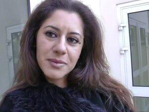 Vara braku milf vozi veliki kurac u hotelskoj sobi, MILF Bejb Nadia uživa u jahanju na veliki kurac u hotelskoj sobi. Onaj mladi daje joj picu treskanjem jedinstveno.